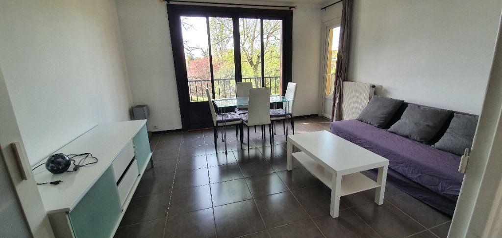 Appartement à louer 3 51m2 à Aix-en-Provence vignette-1