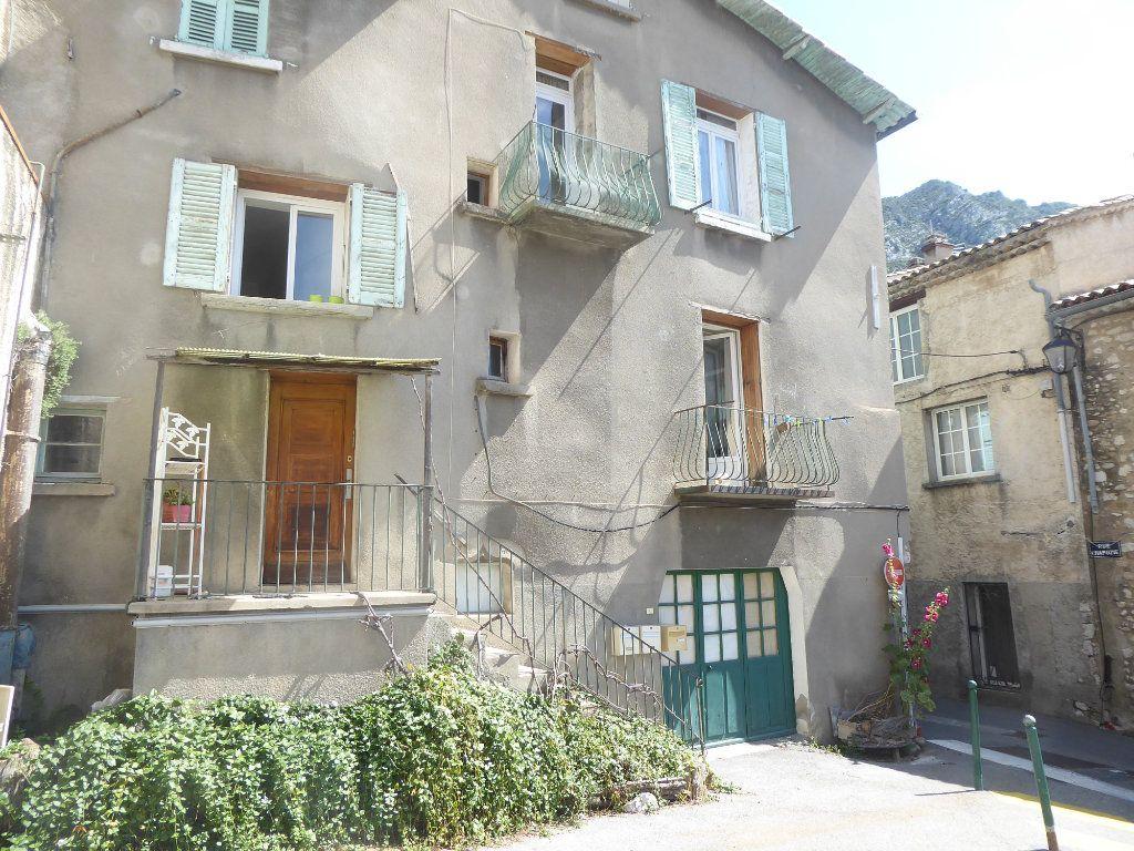 Appartement à vendre 5 82m2 à Sisteron vignette-1
