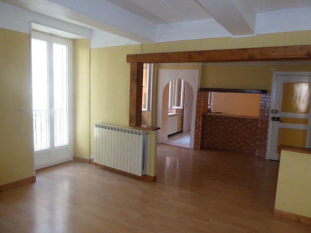 Appartement à louer 3 65m2 à Laragne-Montéglin vignette-1