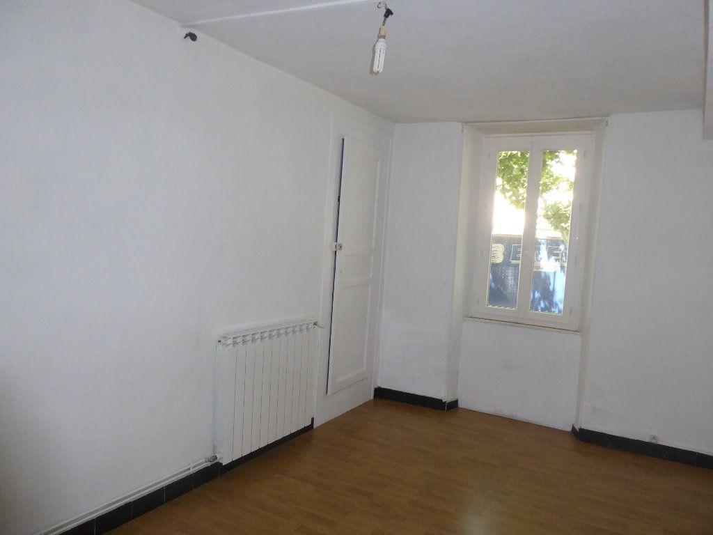 Appartement à louer 3 65m2 à Laragne-Montéglin vignette-2