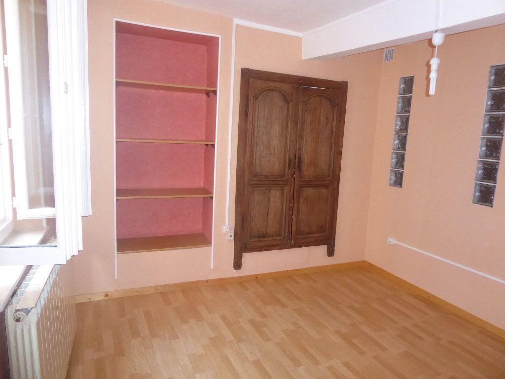 Appartement à louer 3 65m2 à Laragne-Montéglin vignette-3