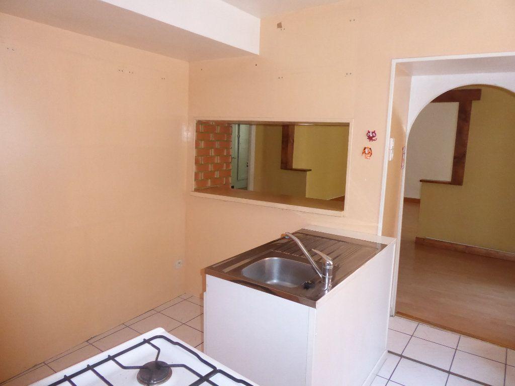 Appartement à louer 3 65m2 à Laragne-Montéglin vignette-4