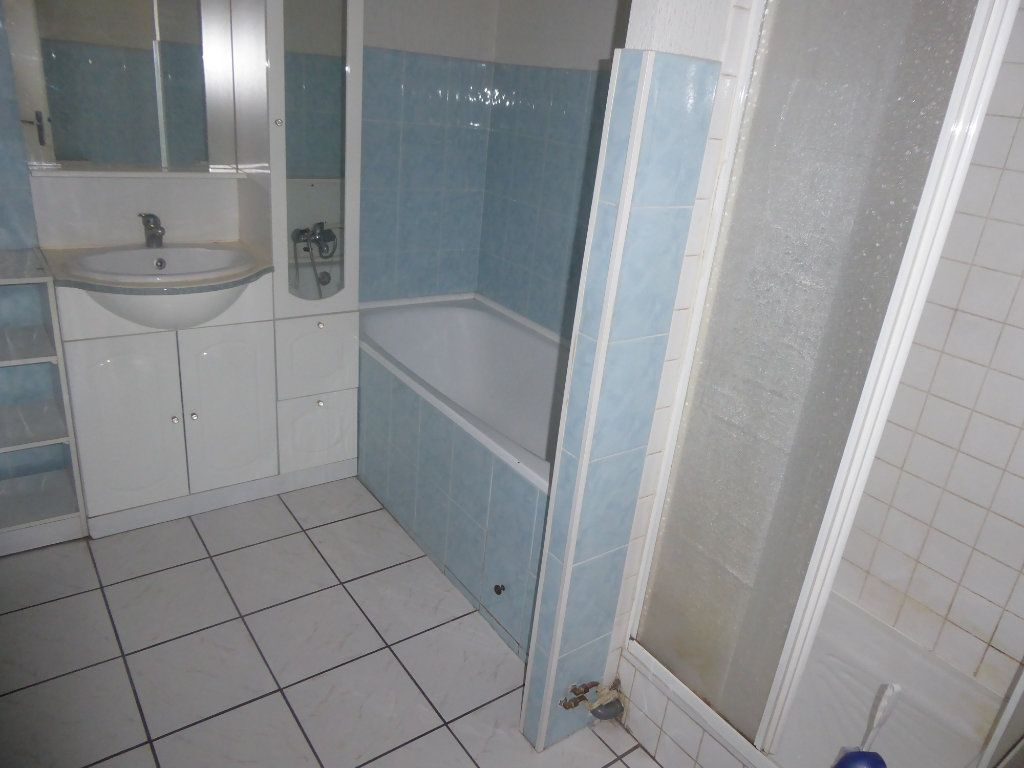Appartement à louer 3 65m2 à Laragne-Montéglin vignette-5