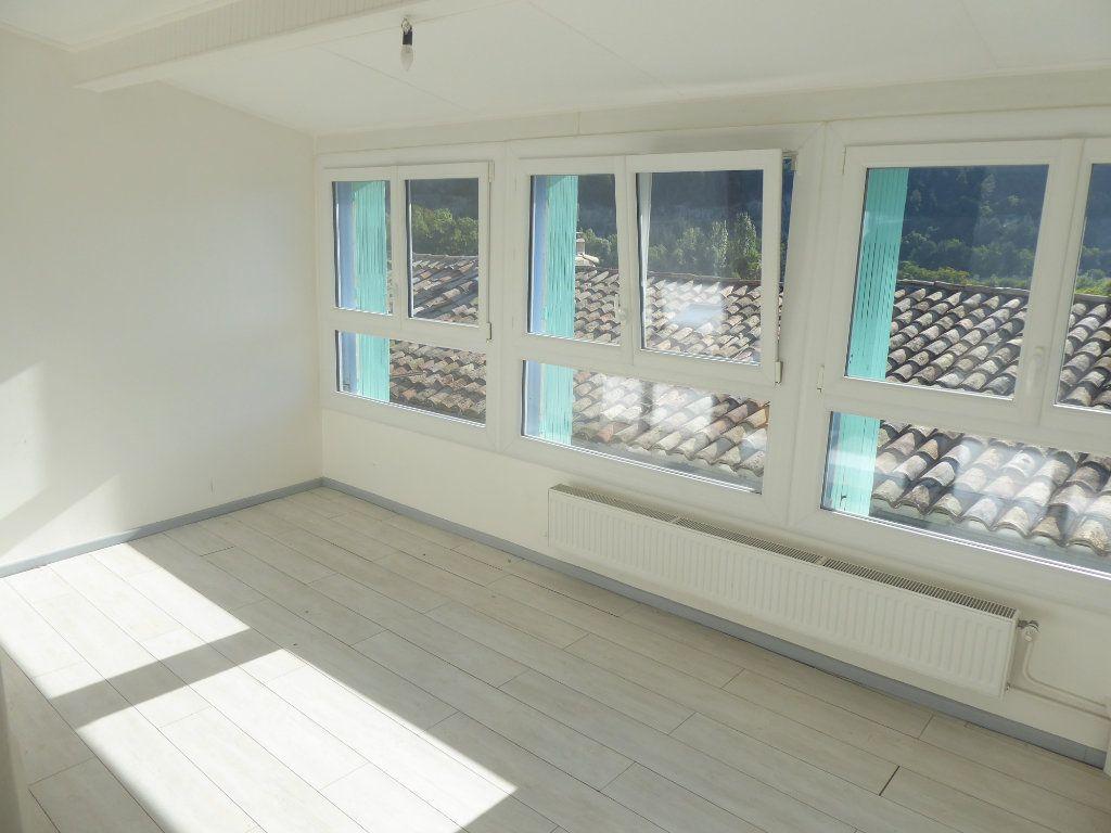 Appartement à louer 3 51m2 à Sisteron vignette-2