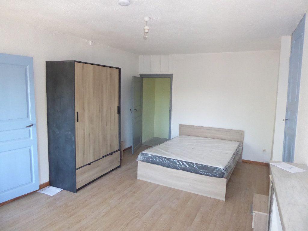 Appartement à louer 2 55m2 à Laragne-Montéglin vignette-3