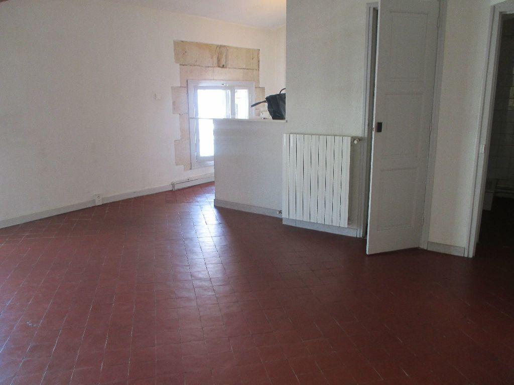 Appartement à louer 2 41.63m2 à Nîmes vignette-1