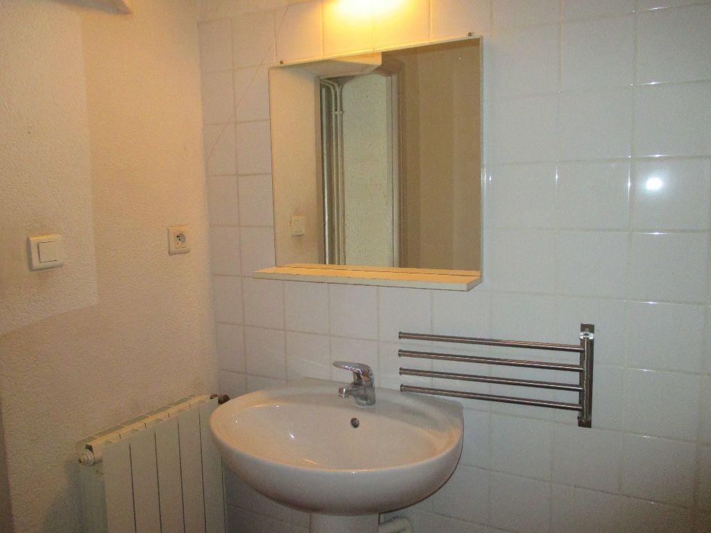 Appartement à louer 2 41.63m2 à Nîmes vignette-8