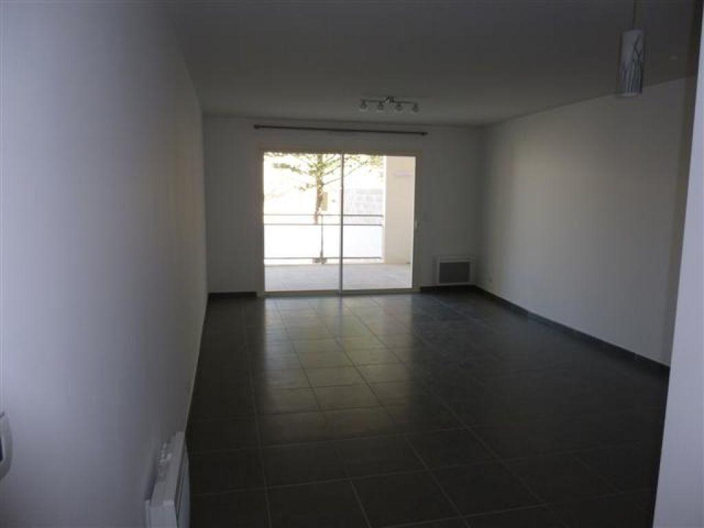 Appartement à louer 3 65m2 à Nîmes vignette-2