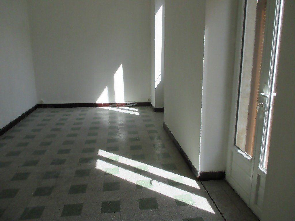 Appartement à louer 3 60m2 à Nîmes vignette-4