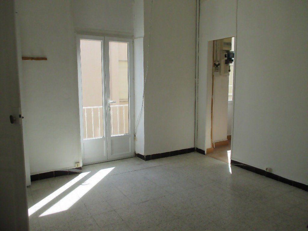 Appartement à louer 3 60m2 à Nîmes vignette-7