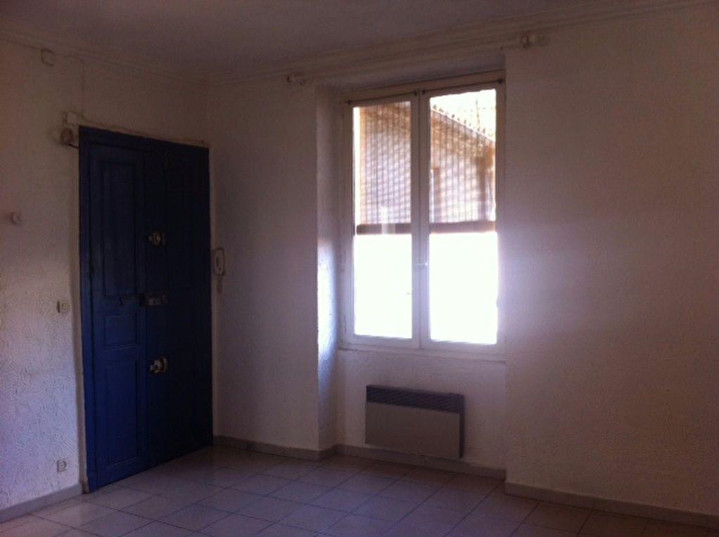 Appartement à louer 1 31.38m2 à Nîmes vignette-2