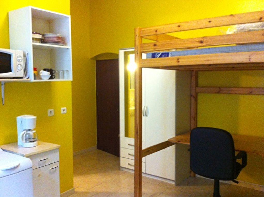 Appartement à louer 1 17m2 à Nîmes vignette-1