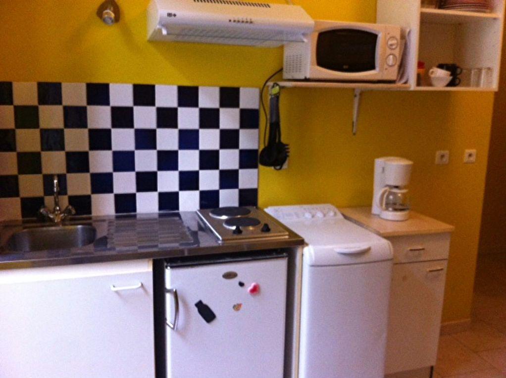Appartement à louer 1 17m2 à Nîmes vignette-2