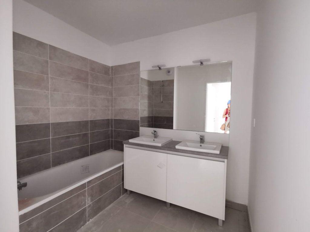 Appartement à vendre 3 67m2 à Nîmes vignette-2