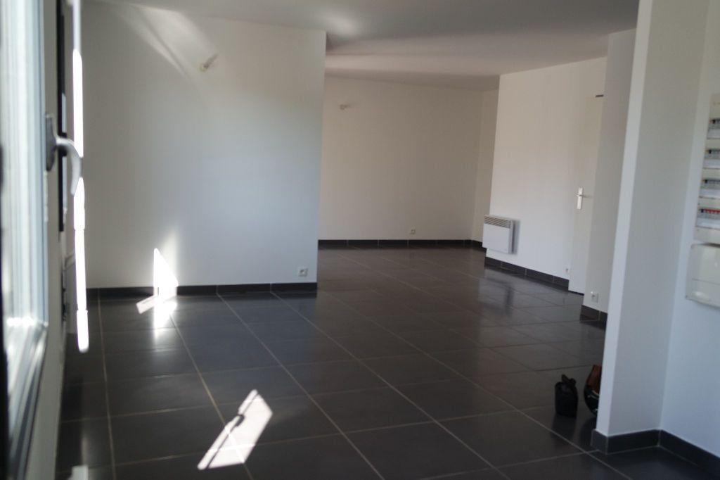 Appartement à louer 3 63.63m2 à Nîmes vignette-2