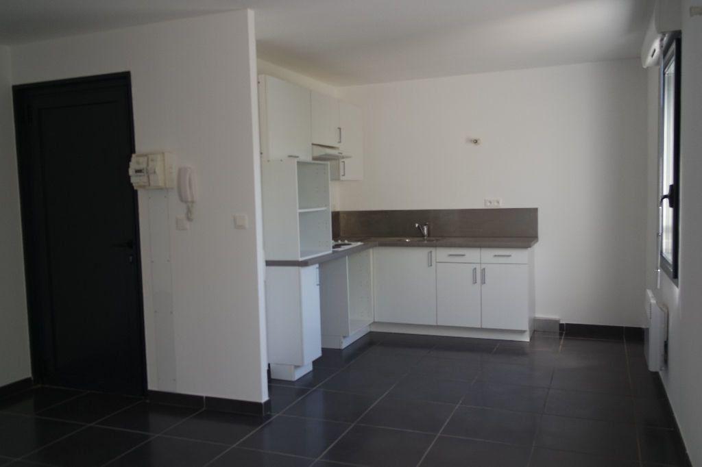Appartement à louer 3 63.63m2 à Nîmes vignette-3
