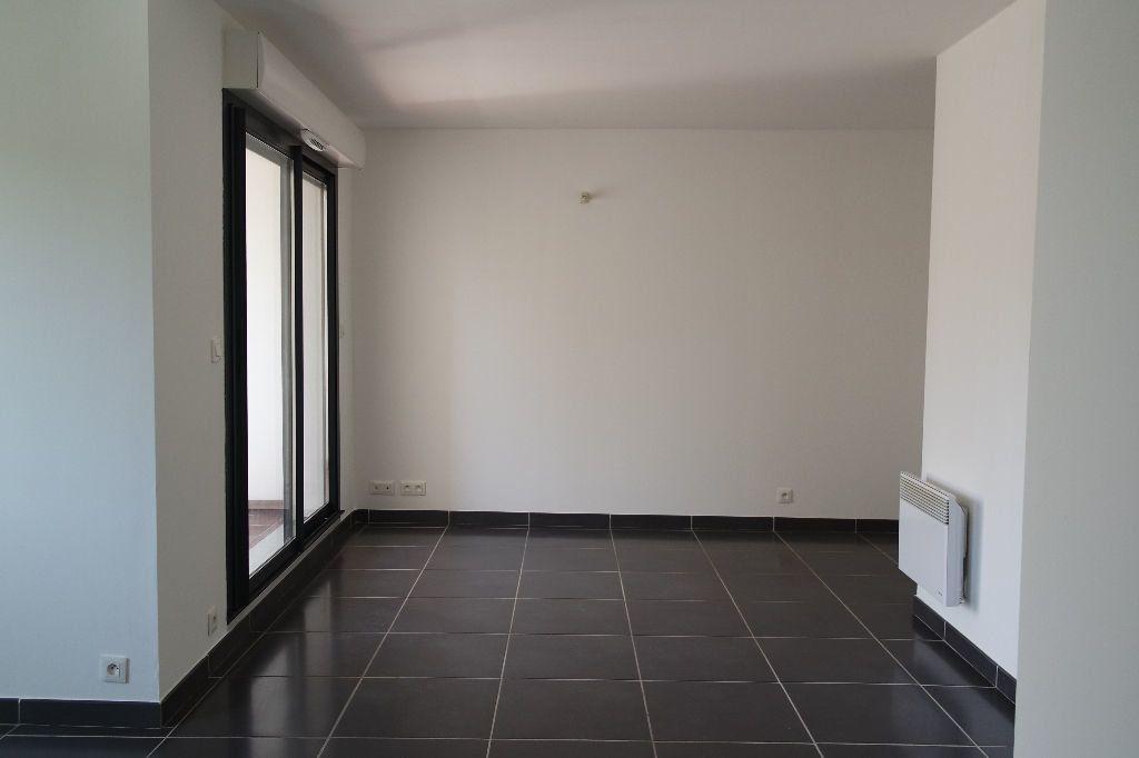Appartement à louer 3 63.63m2 à Nîmes vignette-4