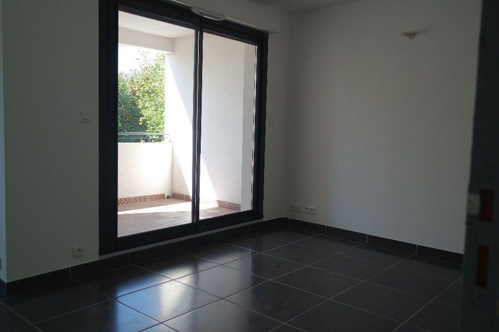 Appartement à louer 3 63.63m2 à Nîmes vignette-5
