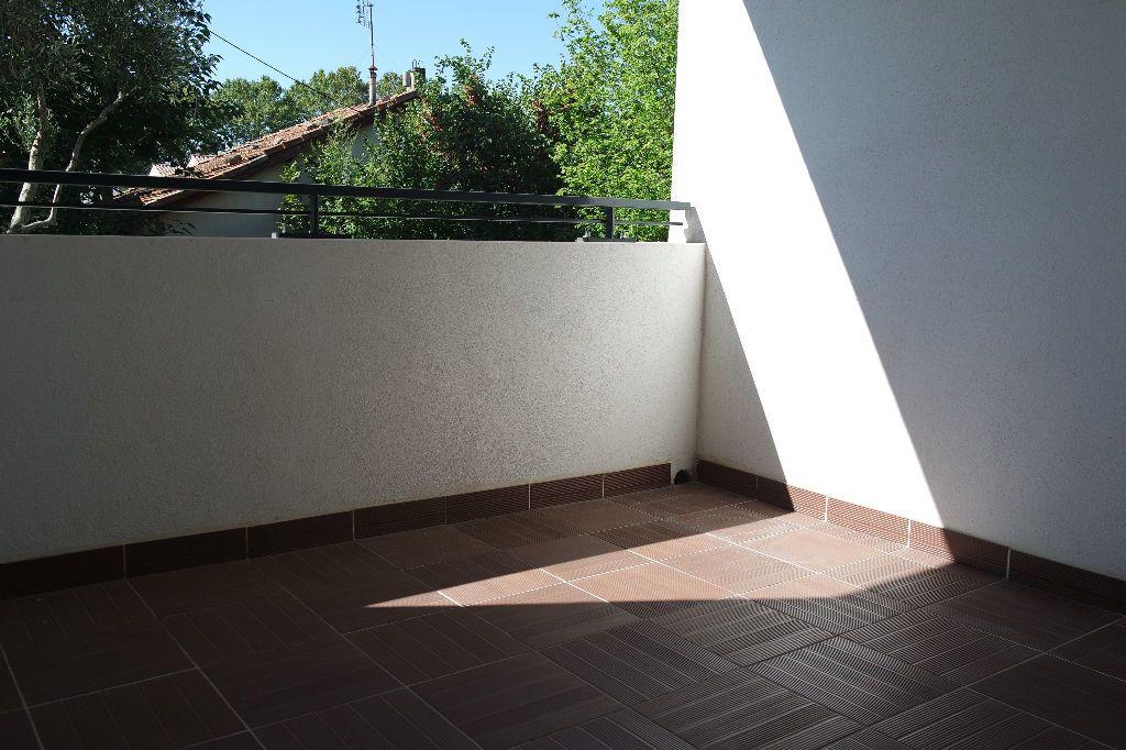 Appartement à louer 3 63.63m2 à Nîmes vignette-6