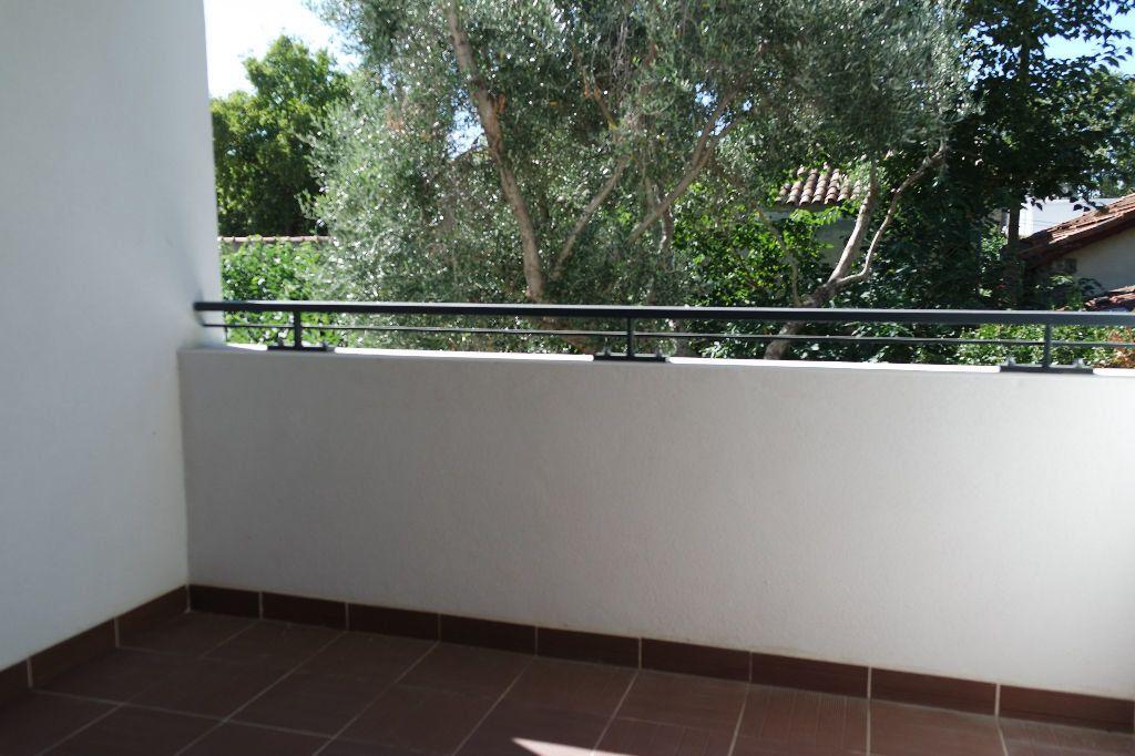 Appartement à louer 3 63.63m2 à Nîmes vignette-7