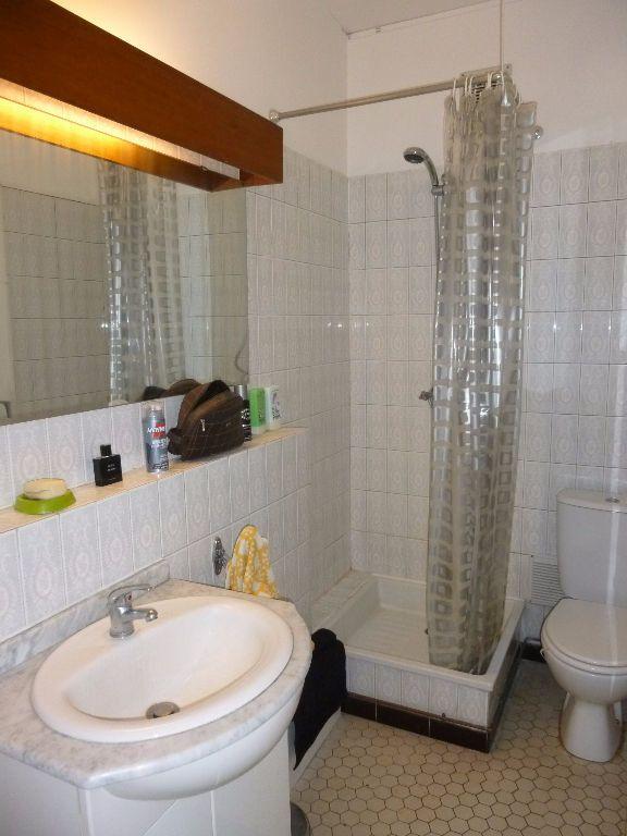 Appartement à louer 1 21m2 à Nîmes vignette-3