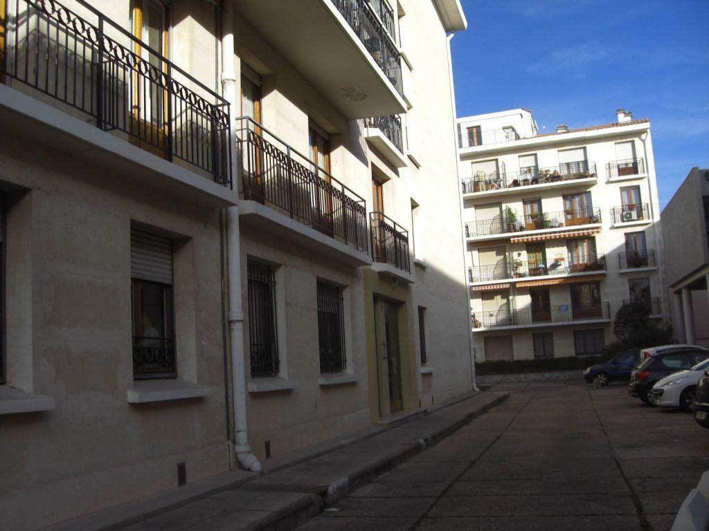 Appartement à louer 1 21m2 à Nîmes vignette-6