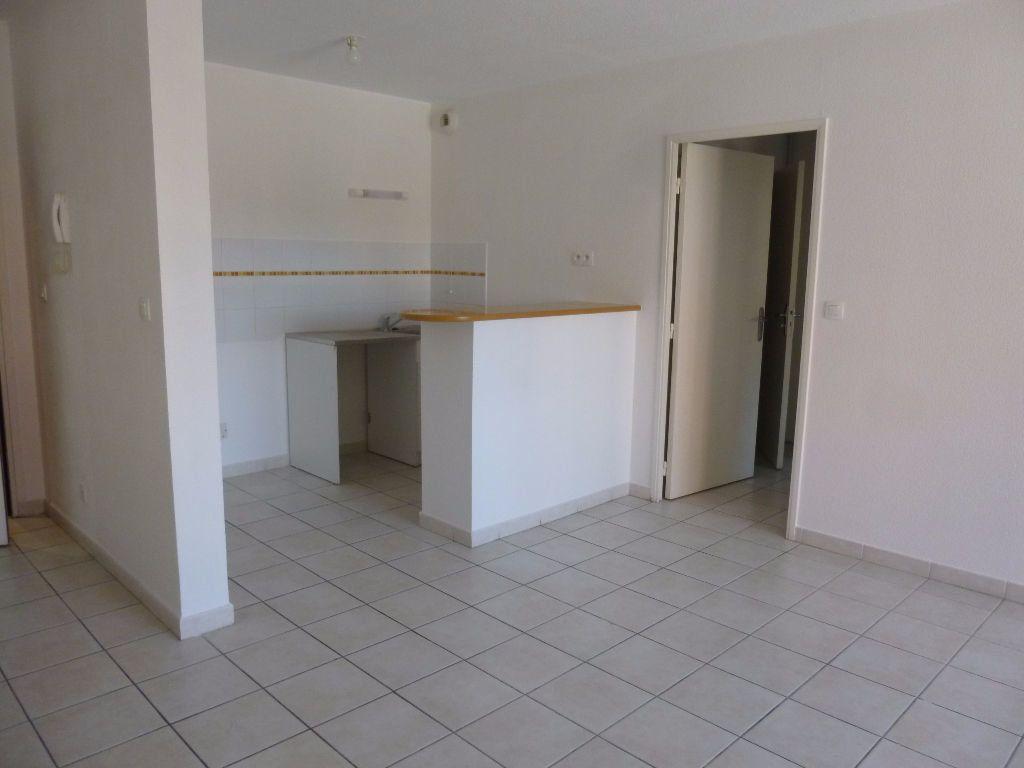 Appartement à louer 2 42.3m2 à Nîmes vignette-3