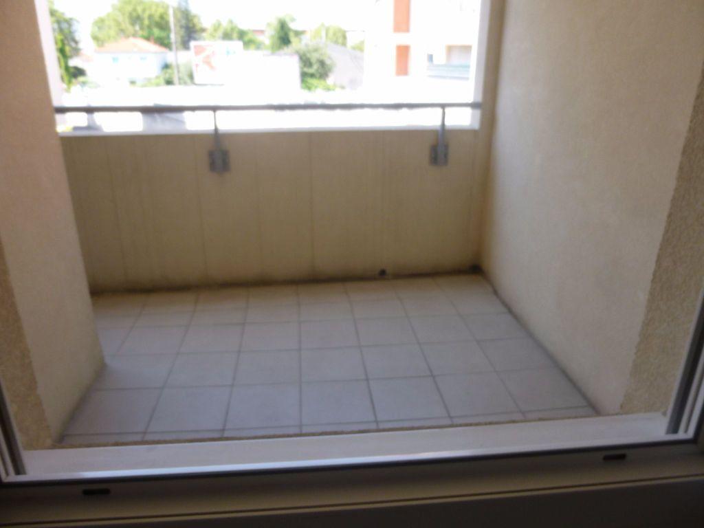 Appartement à louer 2 42.3m2 à Nîmes vignette-4
