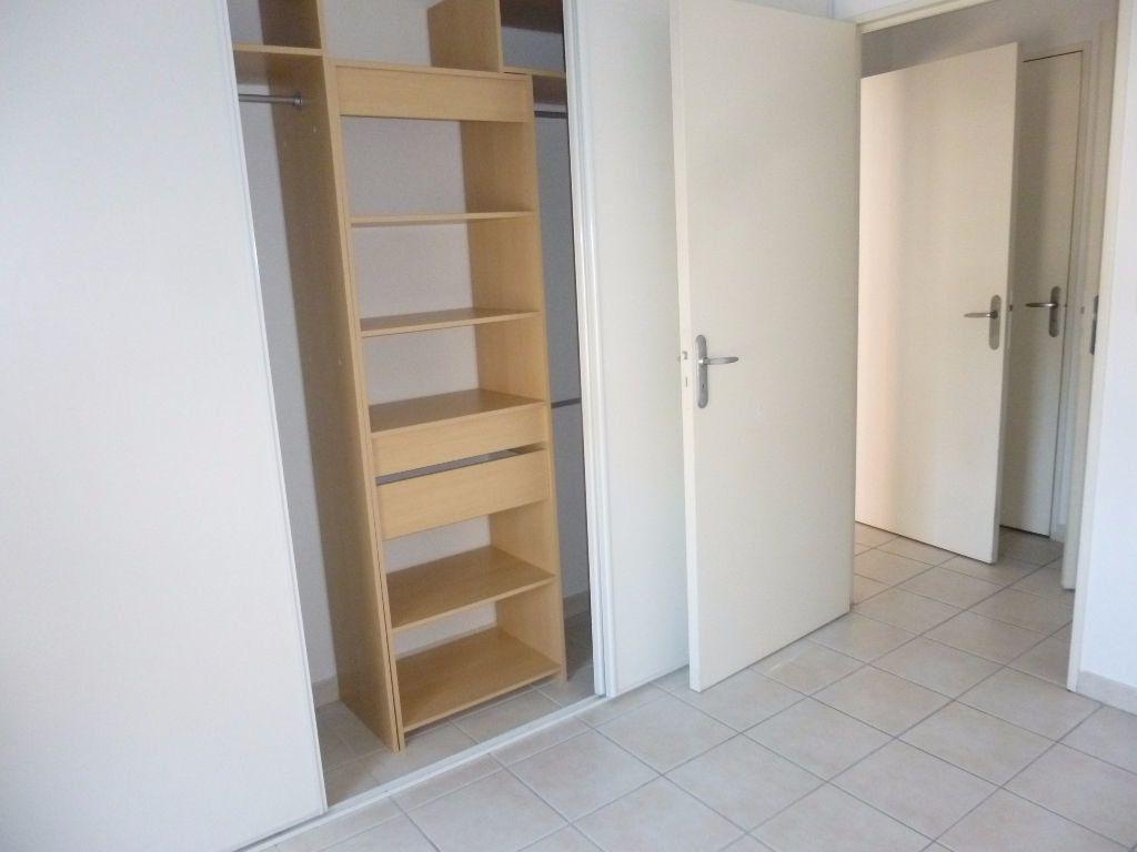 Appartement à louer 2 42.3m2 à Nîmes vignette-7