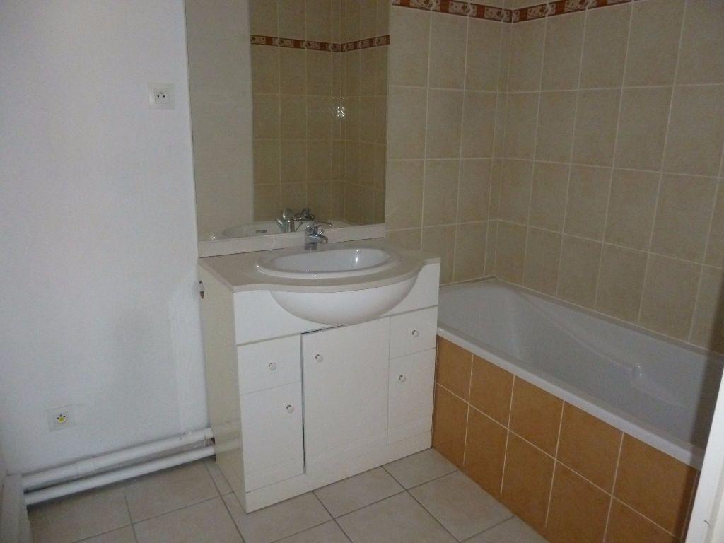 Appartement à louer 2 42.3m2 à Nîmes vignette-9