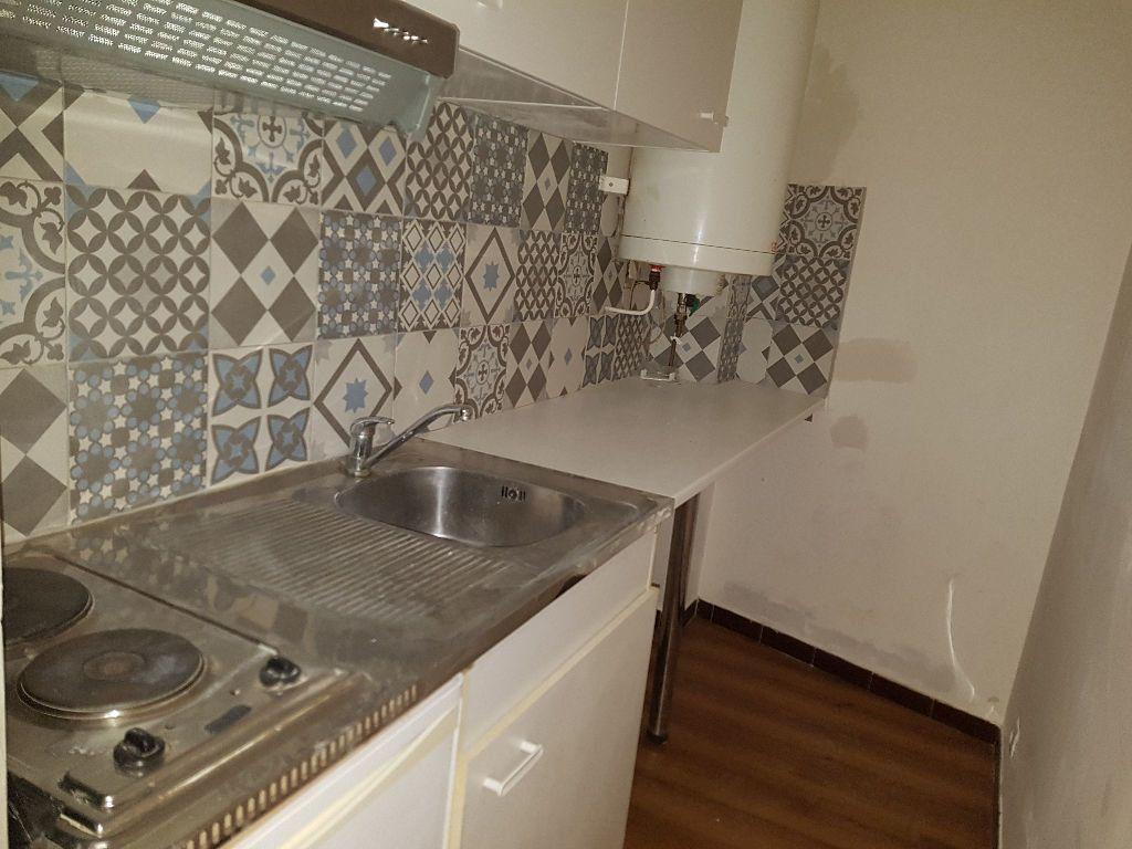 Appartement à louer 1 25m2 à Nîmes vignette-1