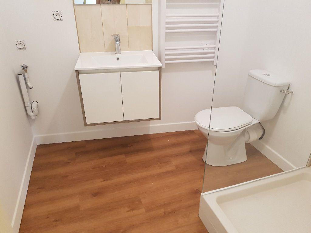 Appartement à louer 1 25m2 à Nîmes vignette-6
