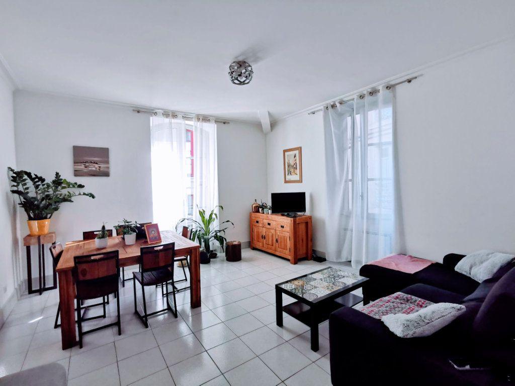 Appartement à vendre 3 82.65m2 à Nîmes vignette-1