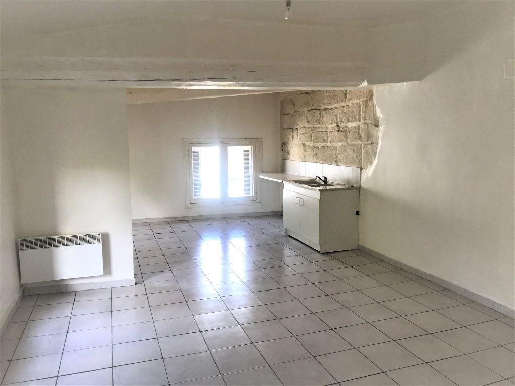 Appartement à louer 2 54.59m2 à Nîmes vignette-1