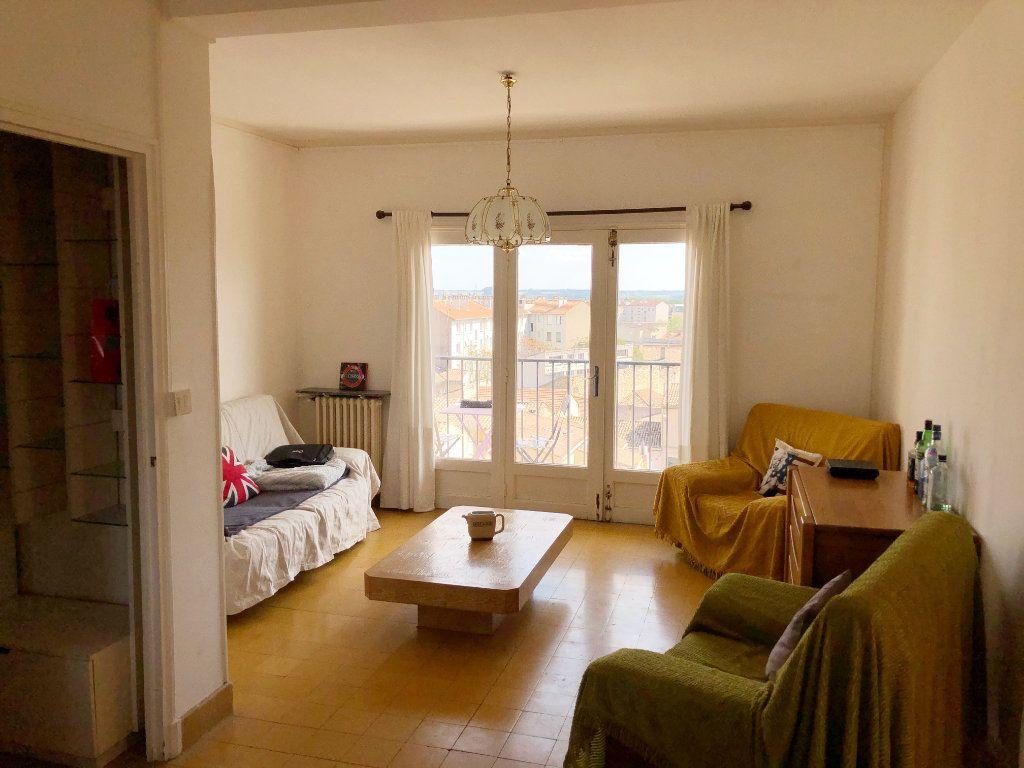 Appartement à louer 3 70.55m2 à Nîmes vignette-2