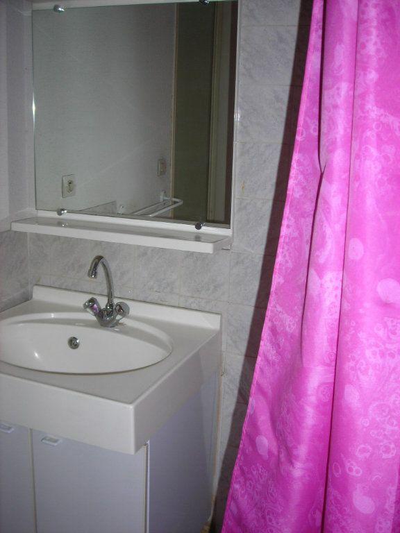 Appartement à louer 1 30m2 à Nîmes vignette-6