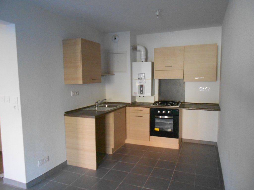 Appartement à louer 3 58.6m2 à Nîmes vignette-1