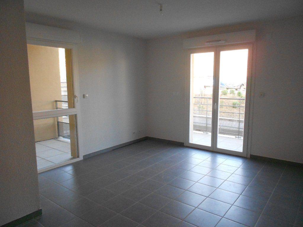 Appartement à louer 3 58.6m2 à Nîmes vignette-2