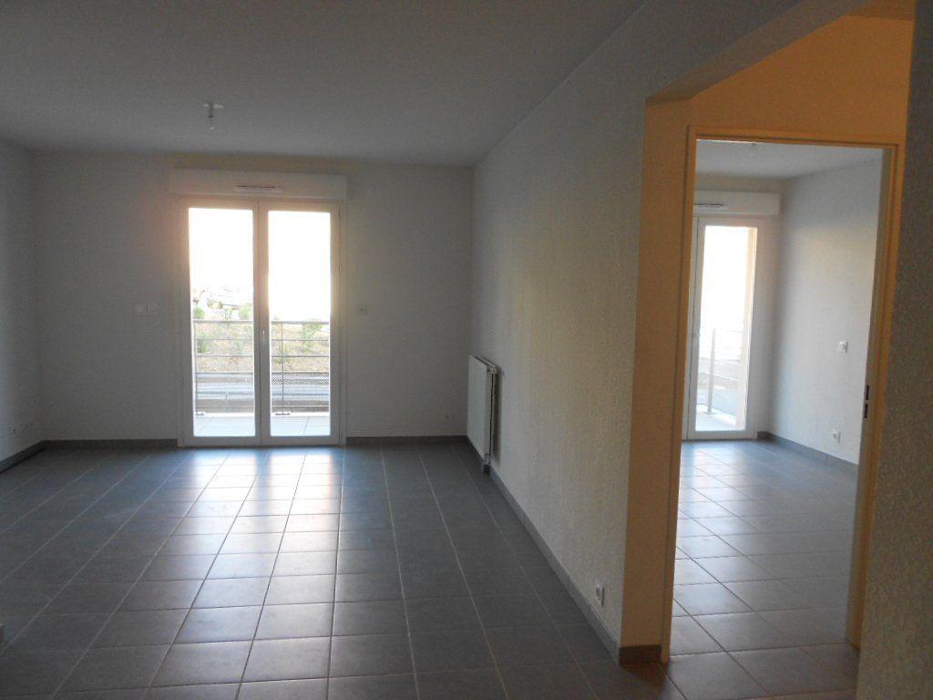 Appartement à louer 3 58.6m2 à Nîmes vignette-3