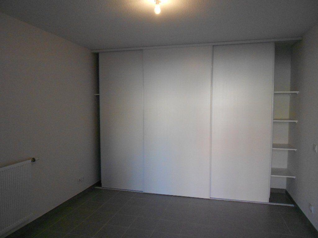 Appartement à louer 3 58.6m2 à Nîmes vignette-5