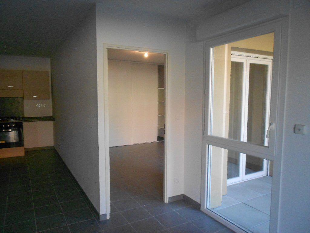 Appartement à louer 3 58.6m2 à Nîmes vignette-6