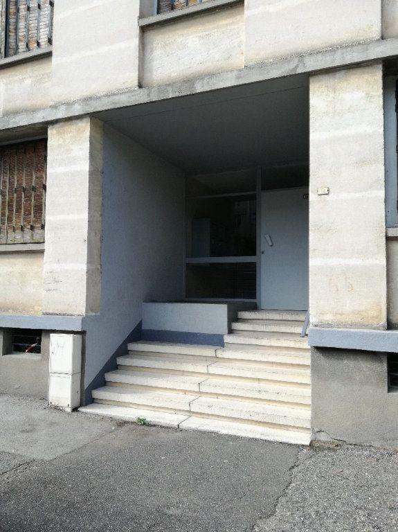 Appartement à louer 3 72.34m2 à Nîmes vignette-1