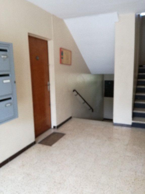 Appartement à louer 3 72.34m2 à Nîmes vignette-2