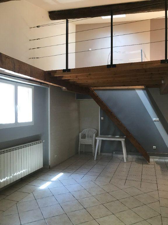 Maison à louer 1 48m2 à Nîmes vignette-3