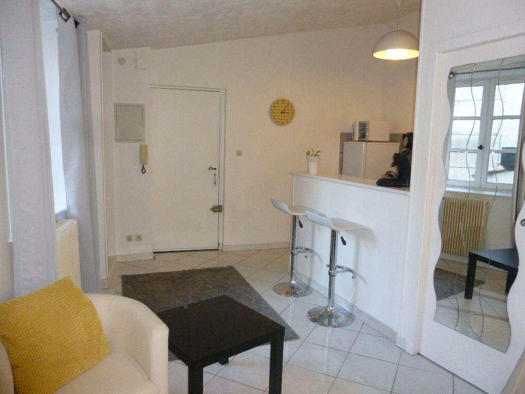 Appartement à louer 1 22.58m2 à Nîmes vignette-1
