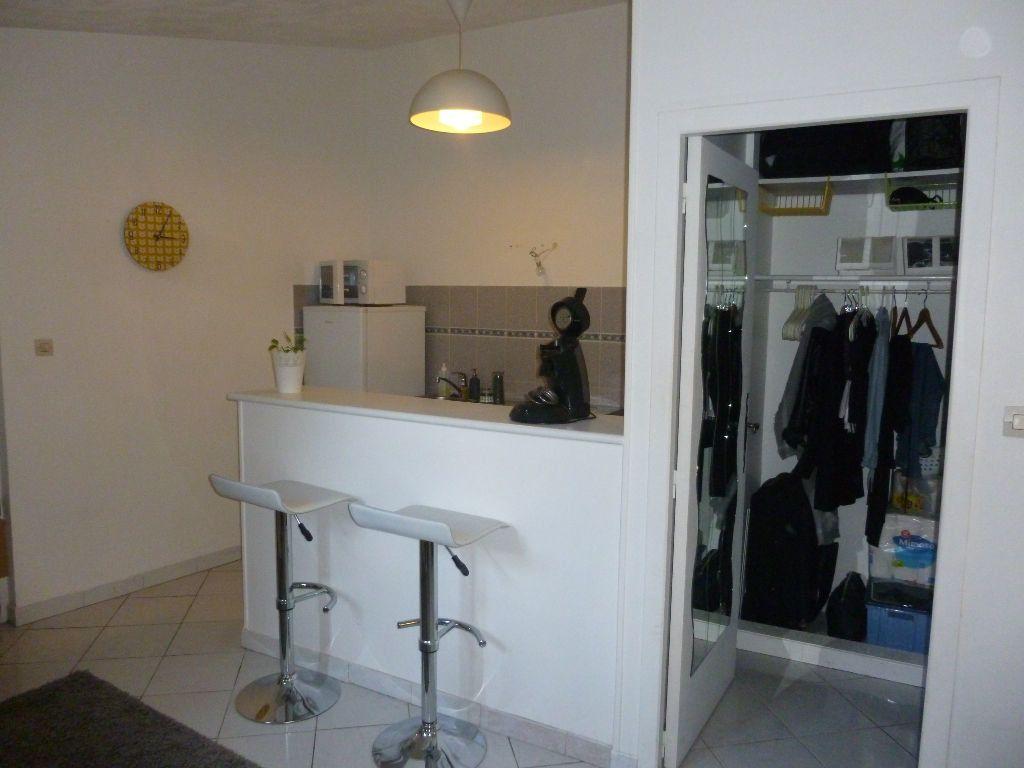 Appartement à louer 1 22.58m2 à Nîmes vignette-4