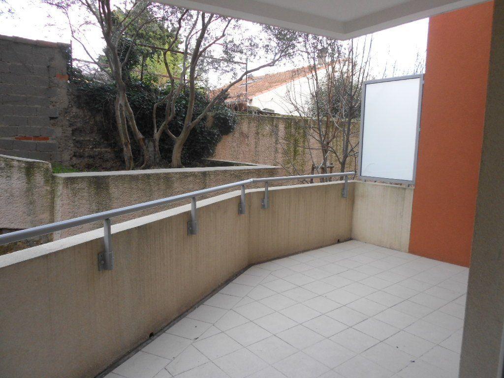 Appartement à louer 2 44.1m2 à Nîmes vignette-1