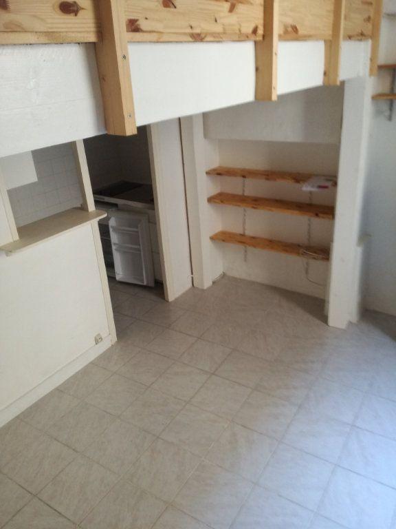Appartement à louer 1 21.06m2 à Nîmes vignette-1