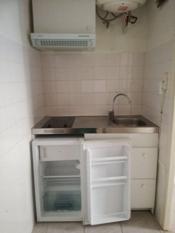 Appartement à louer 1 21.06m2 à Nîmes vignette-4