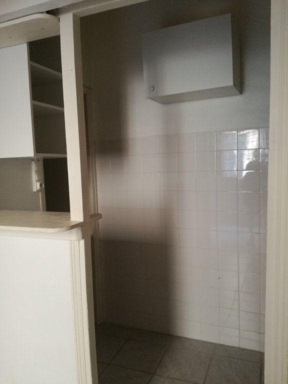Appartement à louer 1 21.06m2 à Nîmes vignette-5